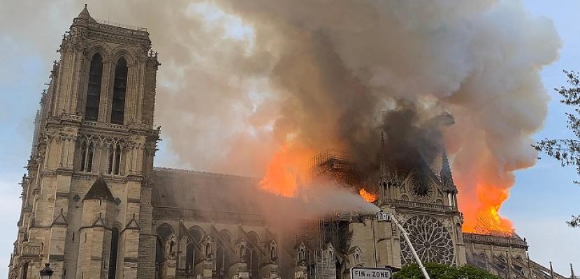 حريق يلتهم كاتدرائية نوتردام في باريس.. وماكرون يتعهد بإعادة بنائها