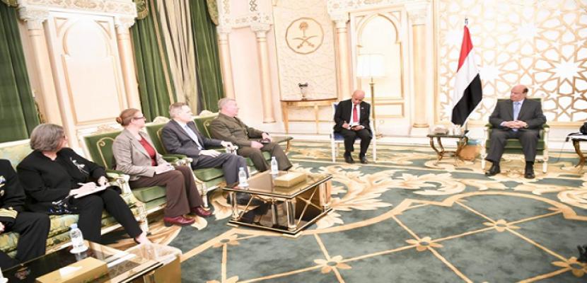 الرئيس اليمني يبحث مع قائد القيادة المركزية  الأمريكية التعاون العسكري