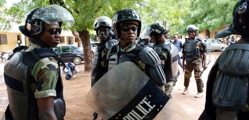 مقتل 12 جنديا في هجوم على قاعدة للجيش في مالي
