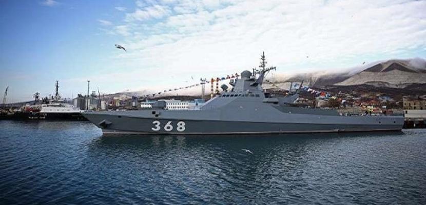 """الدفاع الروسية: نراقب عن كثب مدمرة """"روس"""" الأمريكية منذ دخولها البحر الأسود"""