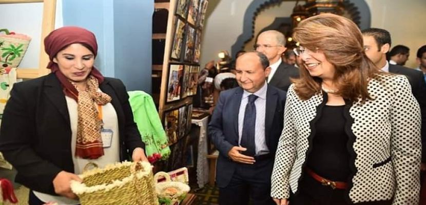 والي تفتتح معرض الحرف اليدوية على هامش مؤتمر المسؤولية المجتمعية