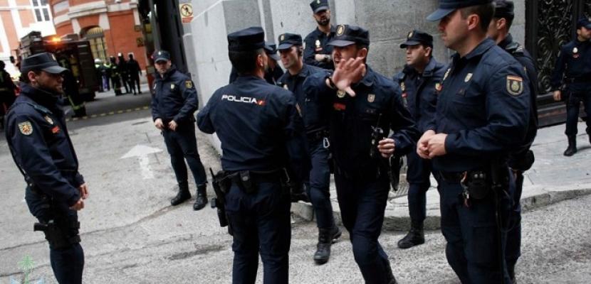 الشرطة الإسبانية: إخلاء ناطحة سحاب تضم سفارات في مدريد بعد تهديد بقنبلة