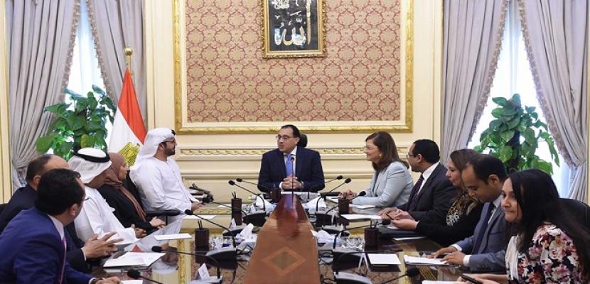بالصور.. خلال استقباله وفد من الإمارات.. رئيس الوزراء يشيد بالتعاون القائم بين البلدين في مجال التطوير والإصلاح الإدارى