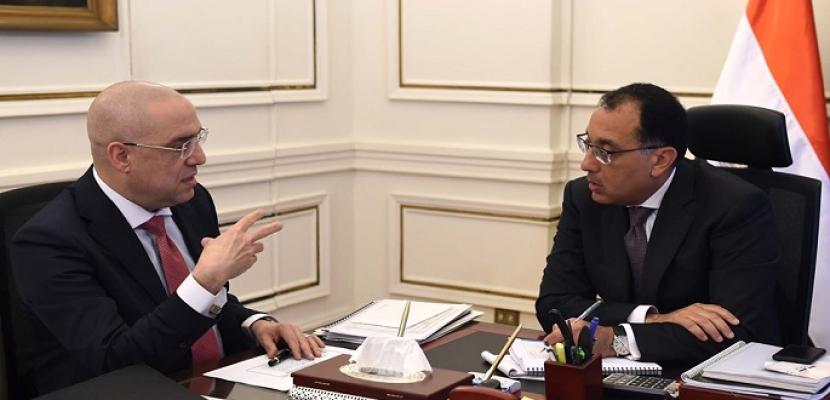 رئيس الوزراء يستعرض مع وزير الإسكان المشروعات التنموية المقترحة في سيناء