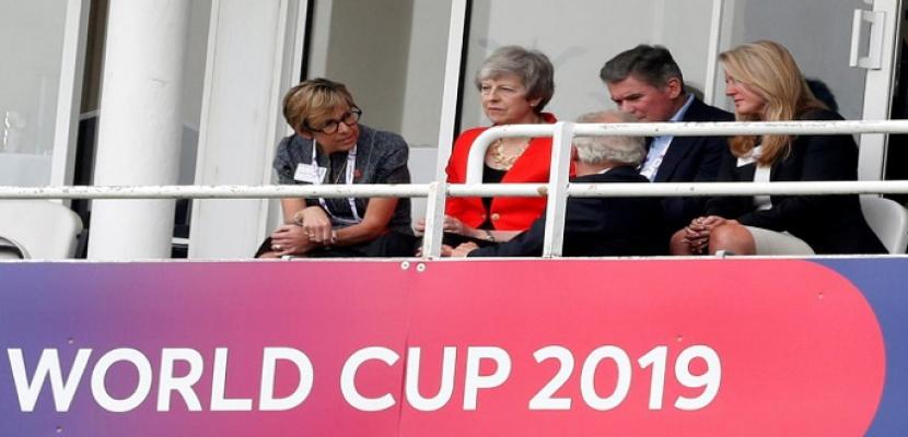 ماي تتابع كأس العالم للكريكت.. متحررة من عبء الانفصال عن الاتحاد الأوروبي
