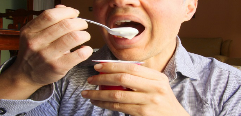 دراسة: الرجال الذين يتناولون الزبادي أقل عرضة لسرطان القولون