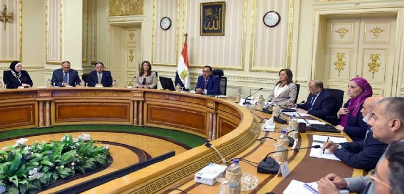 """بالصور- رئيس الوزراء يعقد اجتماعا لمتابعة الموقف التنفيذى للمُبادرة الرئاسية """"حياة كريمة"""""""