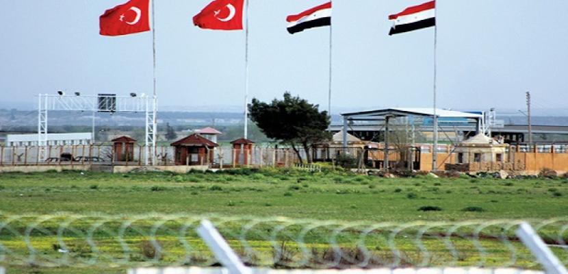تركيا تفتش شاحنات بحثا عن أسلحة بالقرب من الحدود السورية