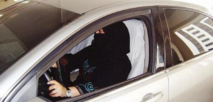 اعتقال سعوديتين تحديتا حظر قيادة السيارات
