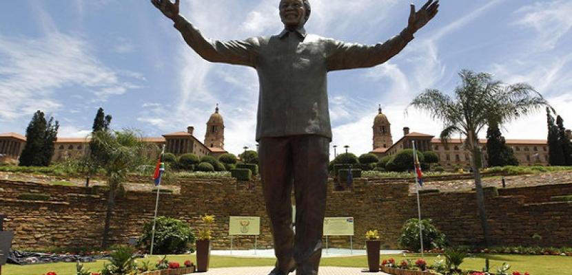 الكشف عن أضخم تمثال في العالم لمانديلا