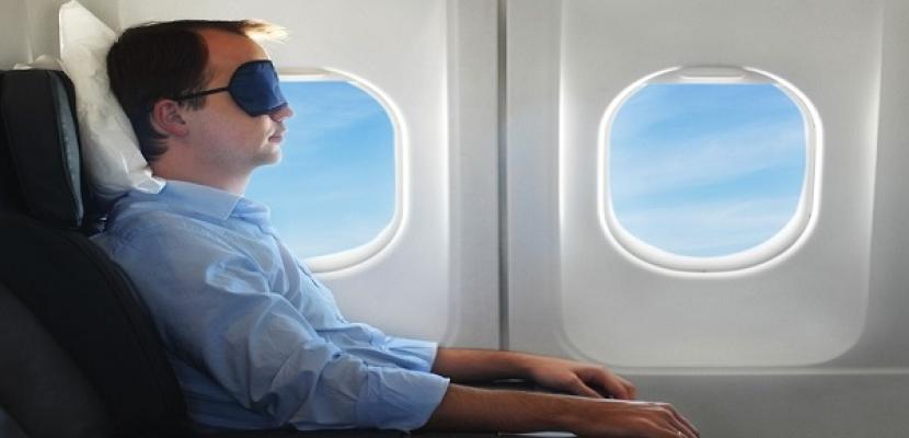 يستيقظ ليجد نفسه محبوساً بالطائرة!