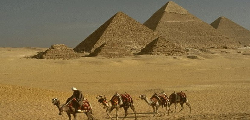 لجنة معاينة الهرم الأكبر: حفائر «خوفو» سببها «تكسير لتثبيت سلم حديدي»