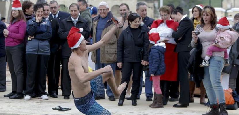 بابا نويل يطوف العالم مبكرًا للاحتفال بأعياد الميلاد