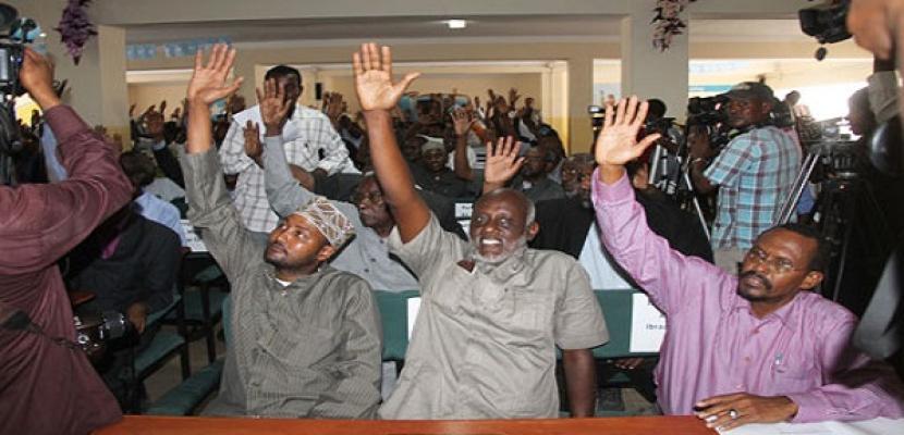البرلمان الصومالي يعزل رئيس الوزراء