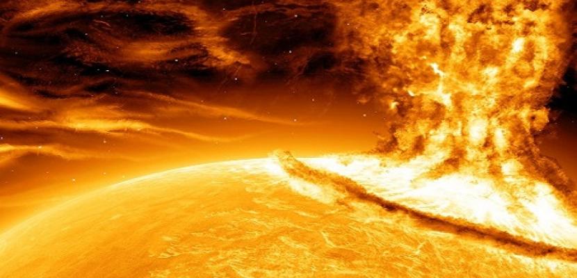 العلماء يحذرون من هبوب عاصفة شمسية شديدة باتجاه الأرض