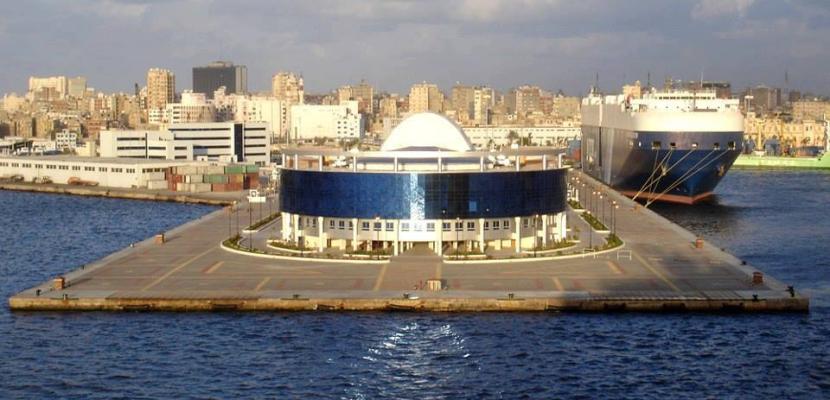 تصدير وقود طائرات ووصول سيارات من إيطاليا لميناء الإسكندرية