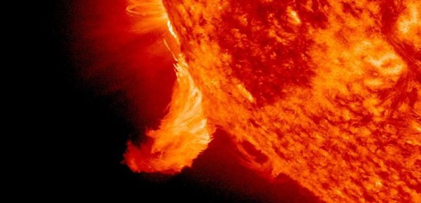 عاصفة شمسية بلازمية تقترب من الأرض بسرعة 15 كيلومترًا بالثانية