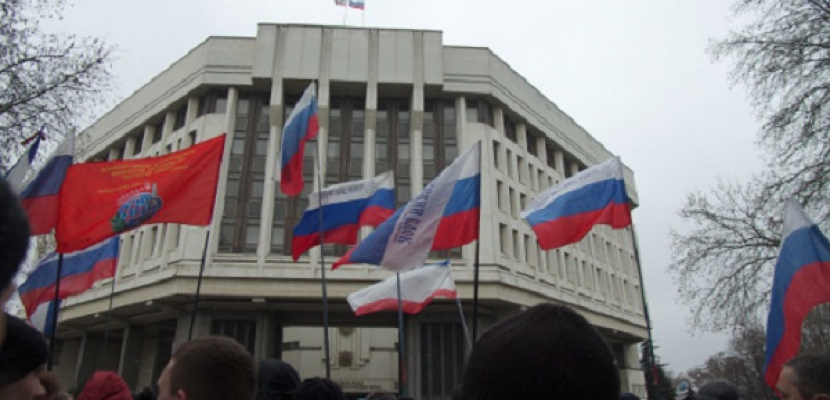 """رئيس حكومة القرم يطلب مساعدة روسيا لإعادة """"السلام والهدوء"""""""