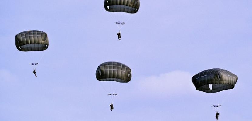 تدريبات عسكرية مشتركة لقوات الإنزال الجوي الروسية – المصرية