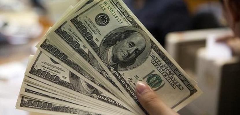 الدولار يستقر بعد أسبوع صعب مع تعافي الأسهم والأنظار على كلمة يلين