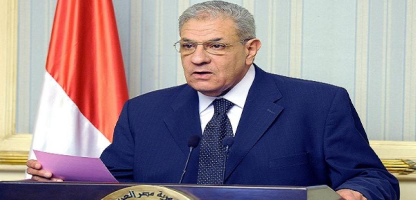 محلب يزور المصابين الفلسطينيين بمعهد ناصر ويؤكد استعداد المستشفيات لعلاجهم على أكمل وجه