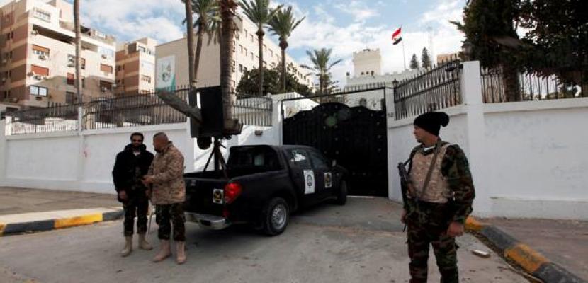 وكالة: مقتل مصريين اثنين برصاص الأمن الليبي خلال تدافع للعبور إلى تونس