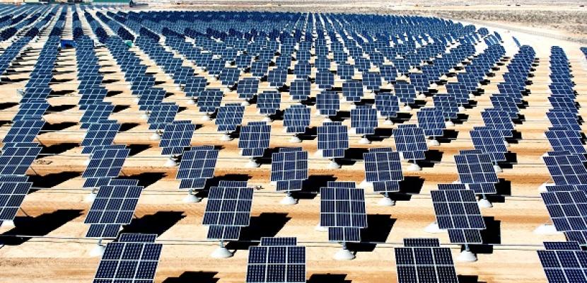 """الجيزة: 4 محطات بالطاقة الشمسية """"تضئ"""" الواحات البحرية"""