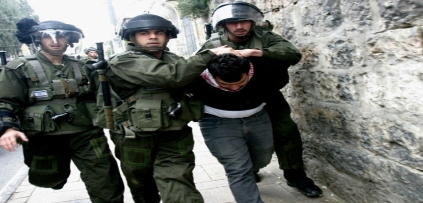 قوات الاحتلال الإسرائيلي تعتقل فلسطينيًا من الخليل