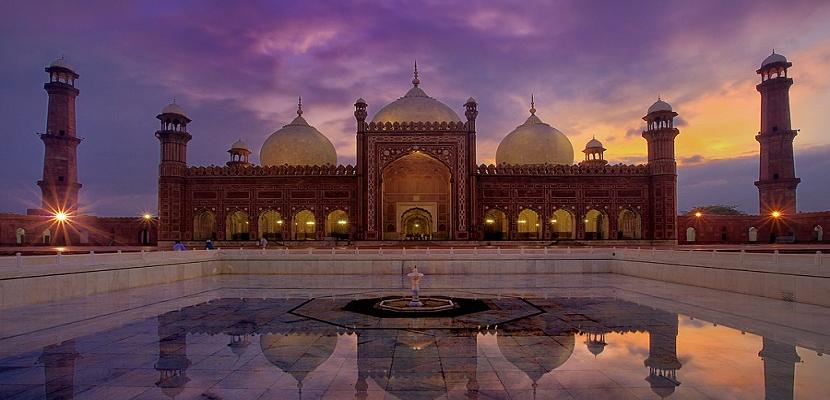 مسجد بادشاهي الملكي في لاهور بباكستان