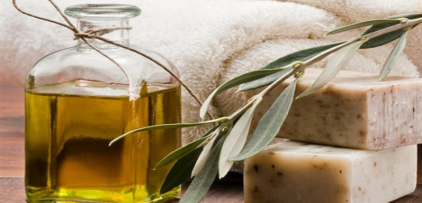 وصفات طبيعية للبشرة من زيت الزيتون.. تنظيف وتقشير وإزالة المكياج