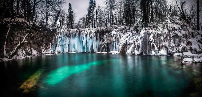 الشلالات المجمدة .. وسحر الشتاء