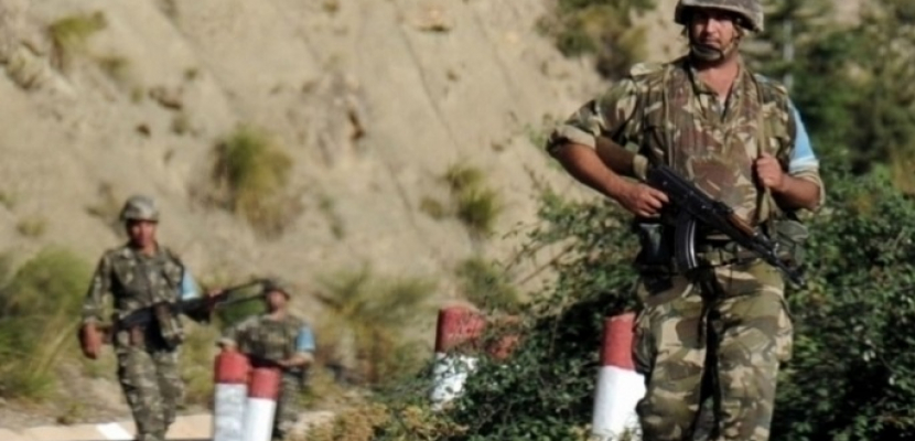 الجيش الجزائري يعلن مقتل رقيب وإصابة اثنين من صفوفه في عملية إرهابية