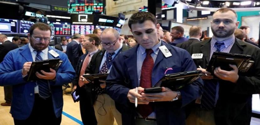 بورصة وول ستريت تغلق على ارتفاع طفيف بعد تعليقات ترامب بشأن التجارة