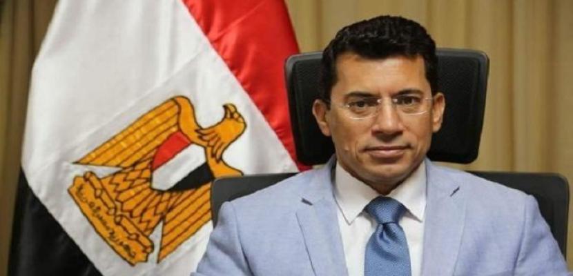 وزير الرياضة يهنئ رئيس نادي الزمالك بالفوز بكأس السوبر الأفريقية