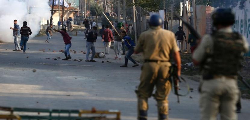 مقتل ثلاثة مسلحين وإصابة جنديين في اشتباكات في كشمير الهندية