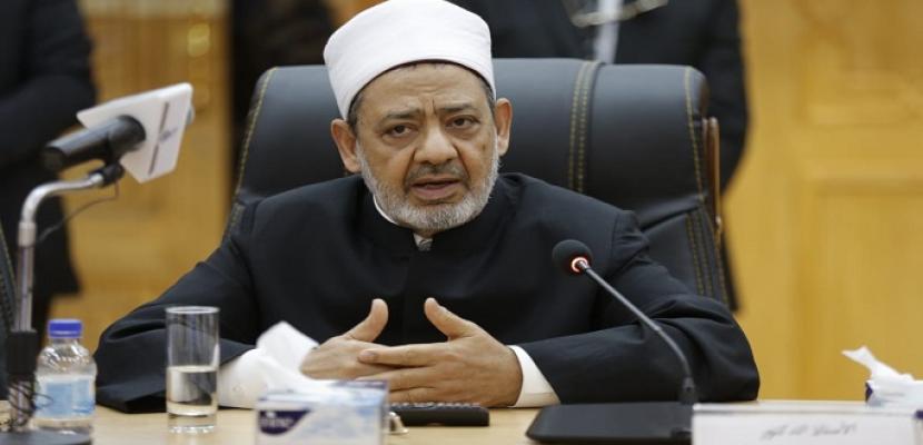 الإمام الأكبر يهنئ أوائل الثانوية الأزهرية هاتفيا ويوصيهم بالاجتهاد وبر الوالدين