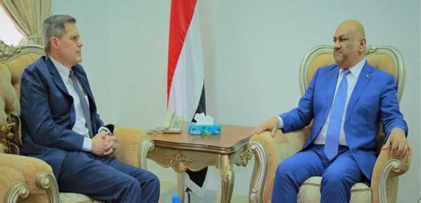 السفير الأمريكي لدى اليمن: قلقون من عرقلة الحوثي لإعادة الانتشار في الحديدة