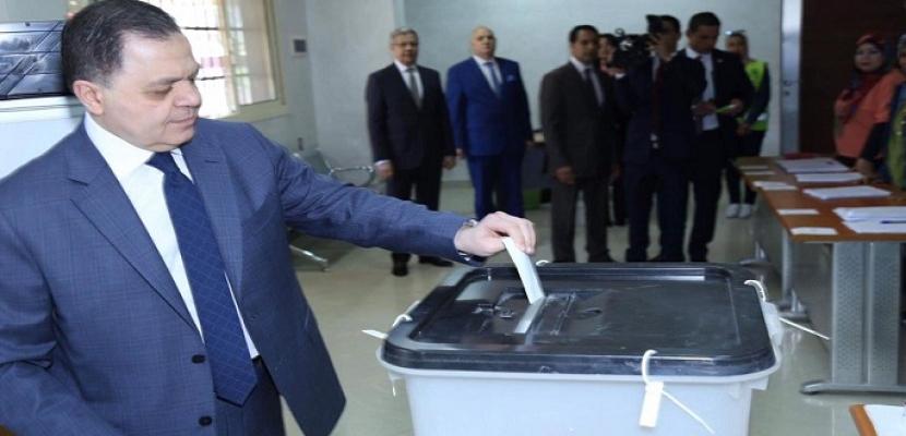 بالصور .. وزير الداخلية : حريصون على توفير المناخ الآمن للمواطنين خلال أيام الاستفتاء