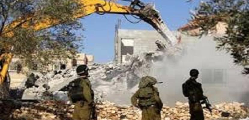 سلطات الاحتلال الإسرائيلي تنفذ عمليات هدم واسعة في محيط حاجز قلنديا شمال القدس