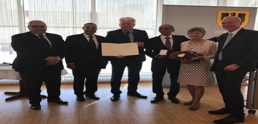 بالصور.. ألمانيا تمنح العالم المصري هاني عازر وسام الاستحقاق من الدرجة الأولى