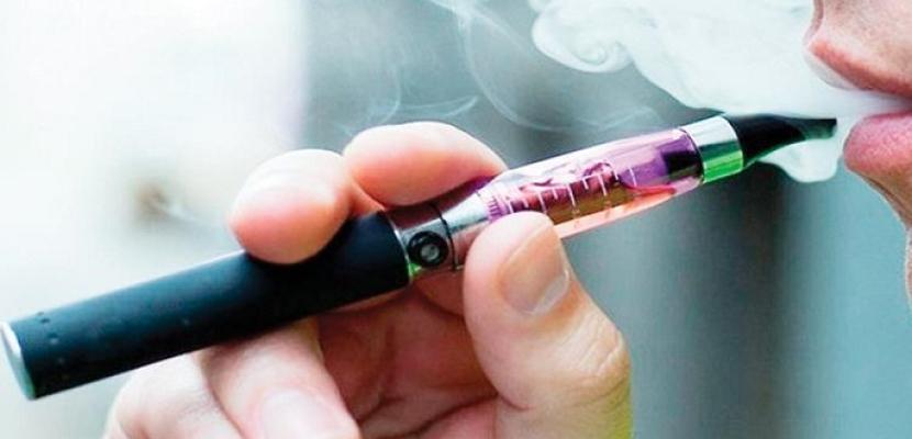 تدخين السجائر التقليدية والإلكترونية تزيدان من مخاطر الإصابة بكورونا