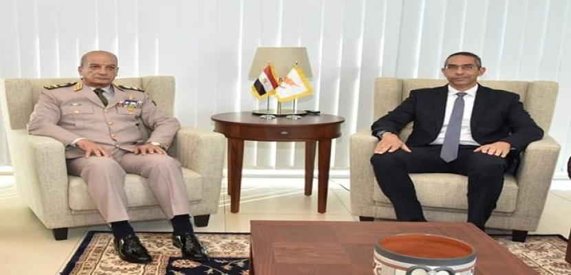 بالفيديو.. وزير الدفاع يعود إلى أرض الوطن بعد زيارته الرسمية لجمهورية قبرص