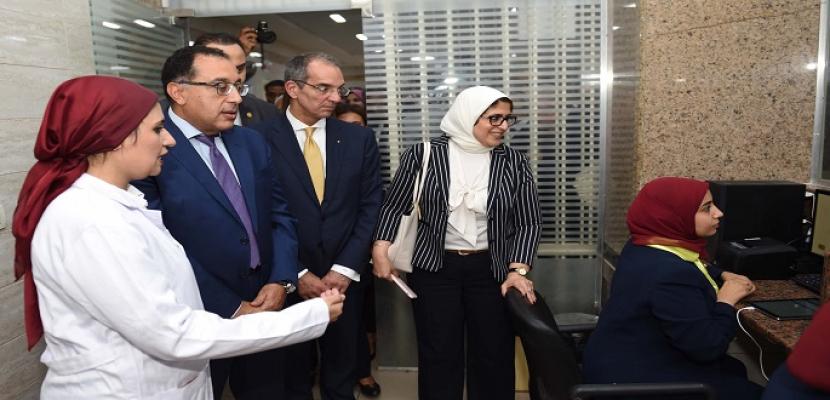 بالصور.. رئيس الوزراء يتفقد تطبيق منظومة التأمين الصحي بوحدة صحة أسرة الكويت ببورسعيد