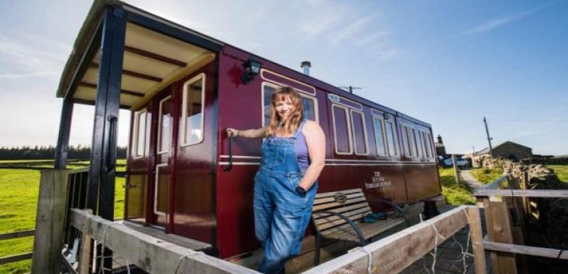 عربة قطار تحولت إلى بيت أنيق للعطلات ينافس الفنادق