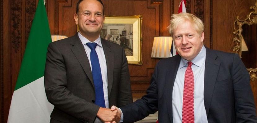 """جونسون ونظيره الإيرلندي يؤكدان وجود """"طريق محتمل"""" لحل أزمة البريكست"""