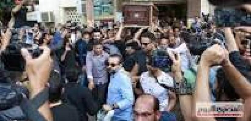 تشييع جثمان الفنان هيثم أحمد زكي في جنازة مهيبة وسط صدمة وحزن