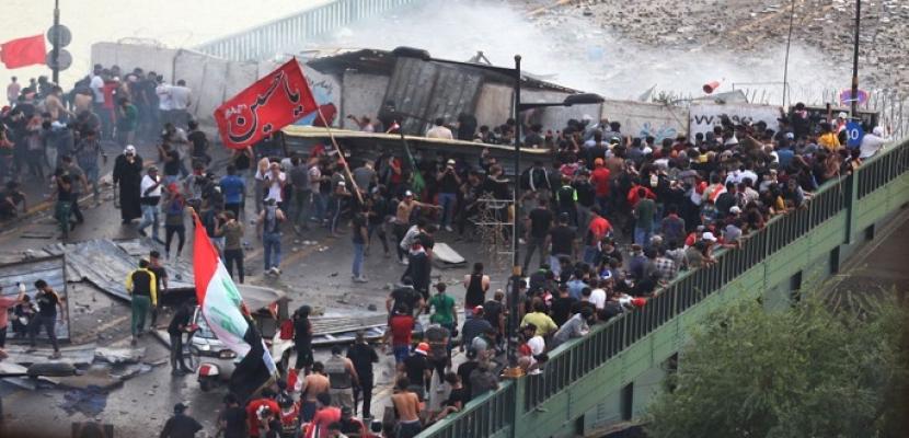تجدد المواجهات بين الأمن العراقى والمتظاهرين وسط بغداد .. وإطلاق القنابل المسيلة للدموع قرب جسر السنك