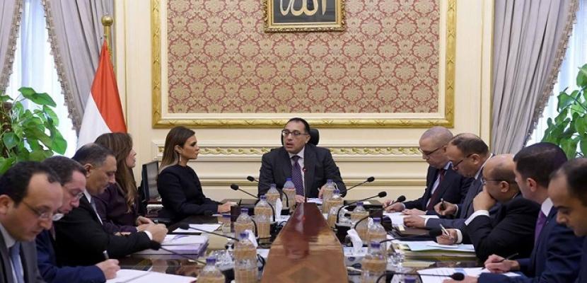 بالصور- رئيس الوزراء يعقد اجتماعا لبحث سبل حل مشكلات مستثمري الساحل الشمالي