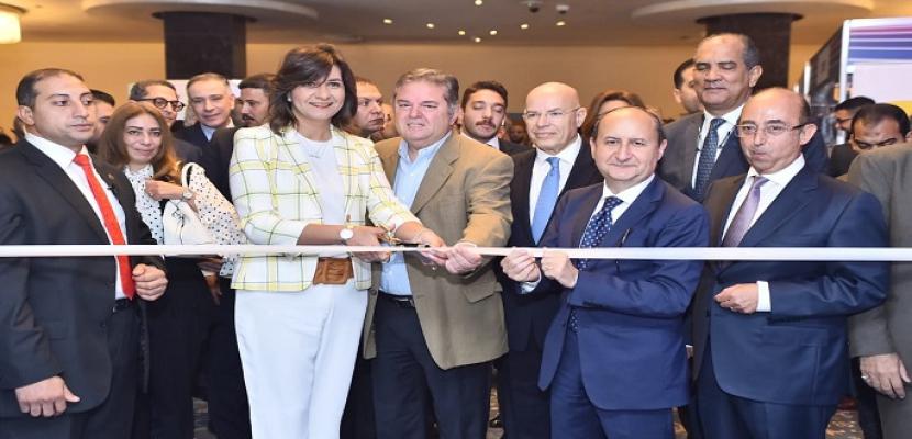 وزيرا الصناعة والهجرة يبحثان مع وفد شركات كندية فرص الاستثمار المتاحة بالسوق المصري