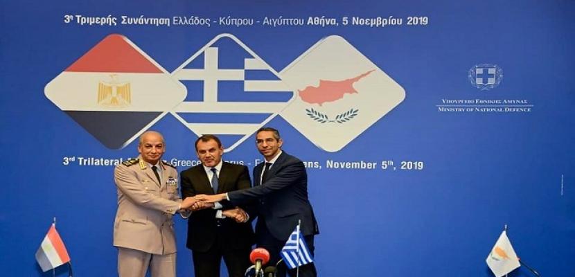 بالفيديو والصور.. وزير الدفاع يعود إلى أرض الوطن بعد انتهاء زيارتة الرسمية إلى اليونان